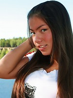 Swart chubby Asian girl shows titties at the beach